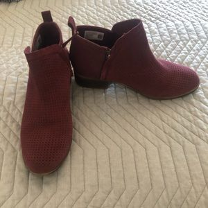 Toms Deisha Perforated bootie 8.5